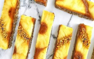 Batoniki ananasowo-daktylowe