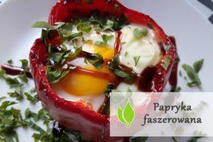 Papryka faszerowana z jajkiem sadzonym