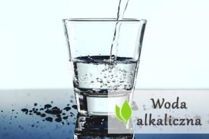 Woda alkaliczna - czym jest i jak działa